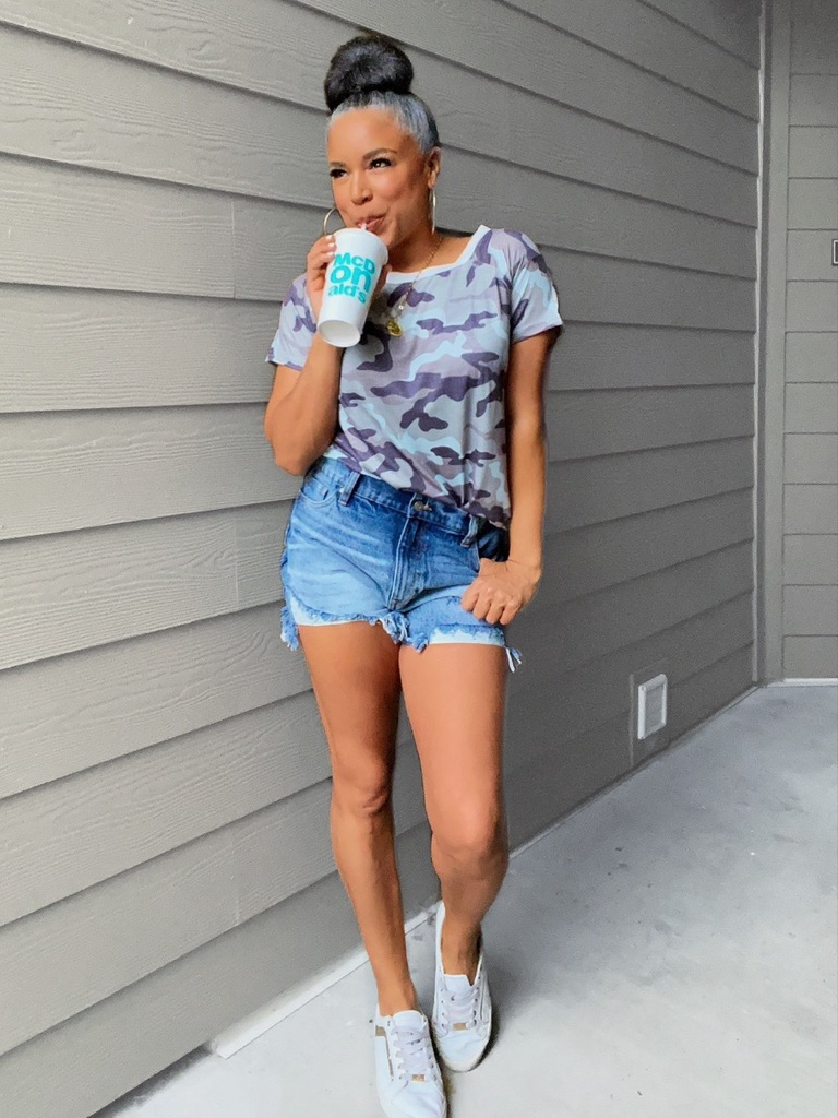 gray camo tee outfit